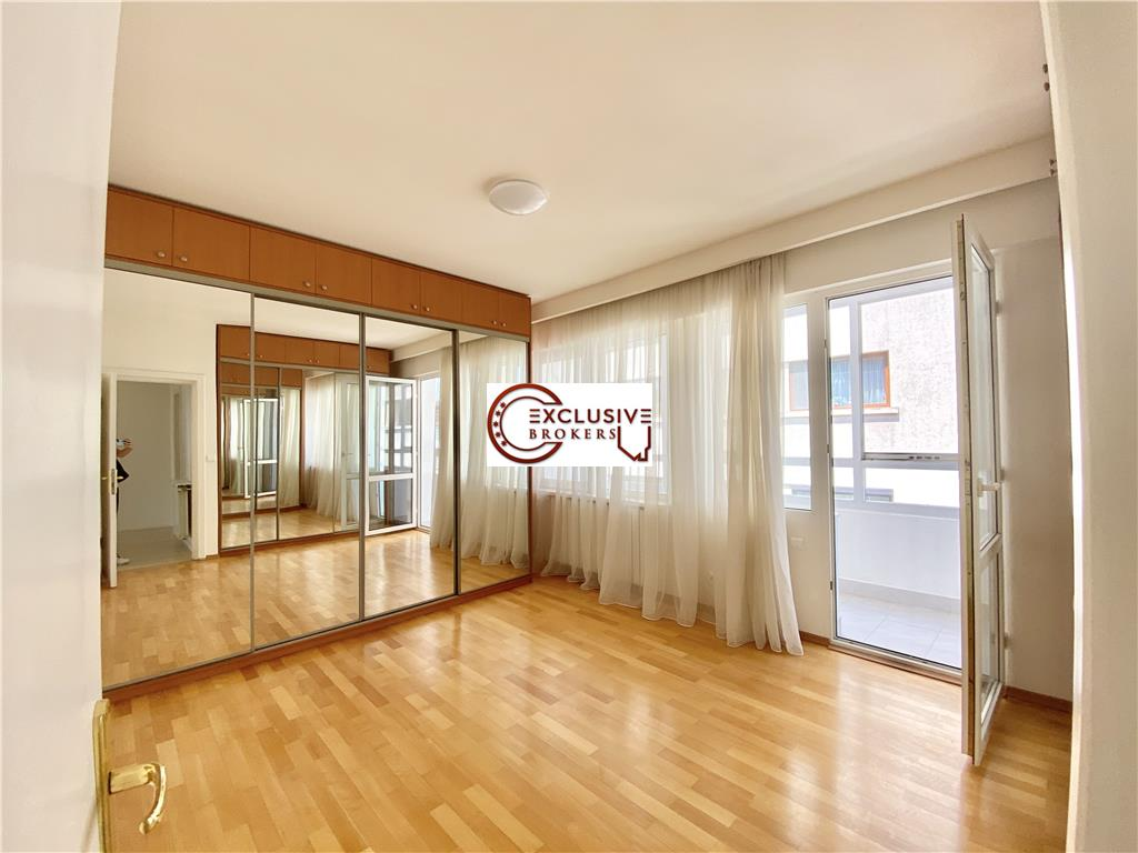 Bright and spacious Triplex| 6 rooms |300 sqm Herastrau | Terrace 40 mp|